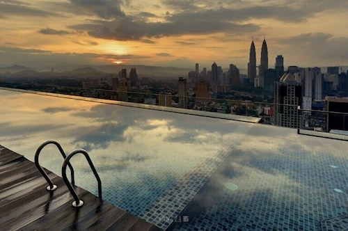 KL Skyline Hostel & Rooftop Infinity Sky Pool