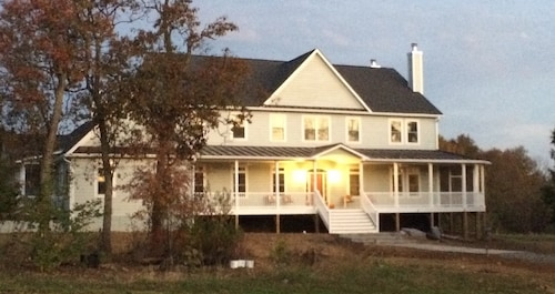 Great Place to stay Sundogs Bed and Breakfast near Shepherdstown