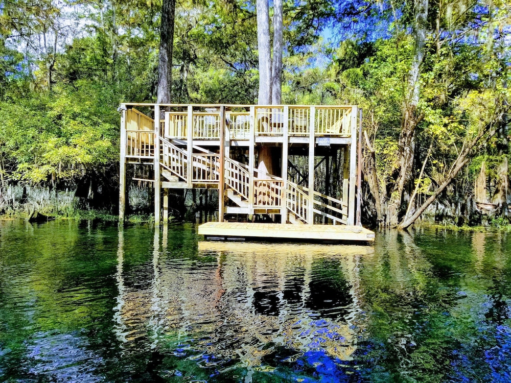 , The Coppertop Inn on The Ichetucknee River Pets are Welcome