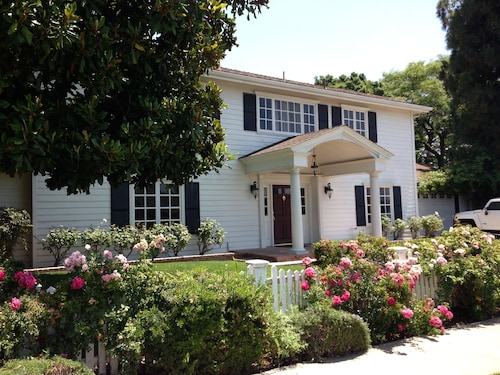 Beautifully Remodeled w Large Private Bkyd, Pool, Spa. Near Disneyland, Beaches!