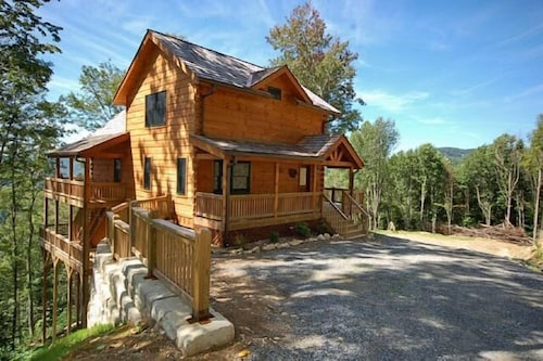 A Luxury Mountain Chalet Rental in the Heart of the Mountains