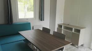 2 chambres, coffre-forts dans les chambres, décoration personnalisée