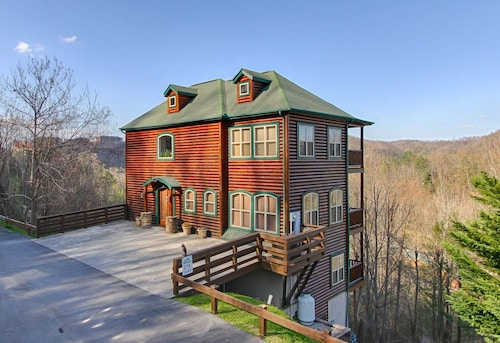 270 Greystone Pinnacle 5 Bedrooms 5 Bathrooms Cabin