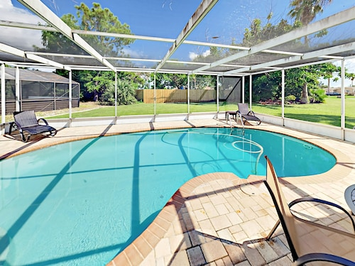 2br W/ Dock & Private Saltwater Pool 2 Bedroom Home