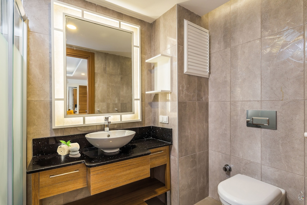 Bathroom, Sherwood Suites Resort - All Inclusive