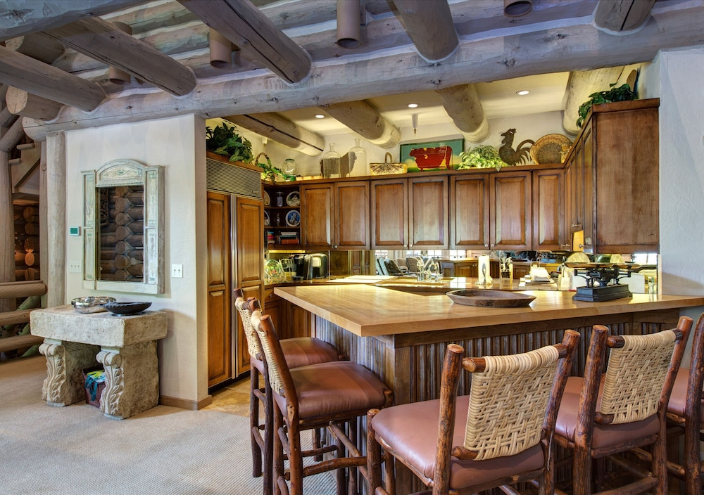 Private Kitchen, 2 Free Daily SKI Passes! Ski In/out