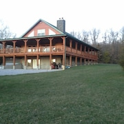 Rustic log Cabin Back in the Boondocks !!