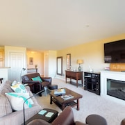 NEW Listing! Oceanfront Condo W/deck, Beach Access & Pool/hot Tub/gym-1 dog OK