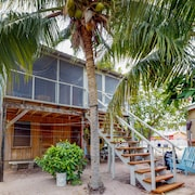 Cozy Renovated Cabana Near the Beach With Screened Porch & Hammock
