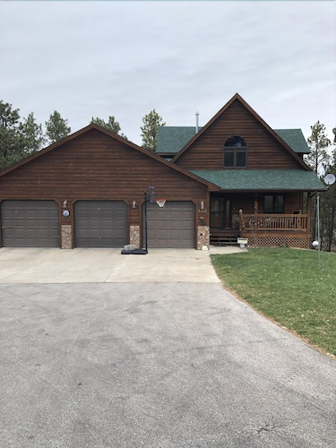 Great Place to stay NEW Listing Beautiful Newer Home on 3.5 Acres Quiet Neighborhood! near Spearfish