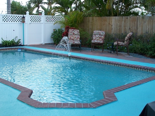 Lovely KEY West Style Home-close TO Beach-immaculate