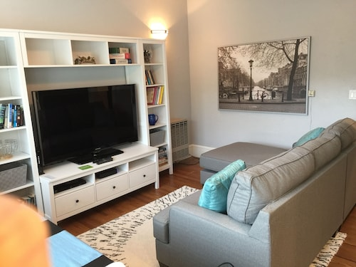 Renovated Rockridge Apartment - Close to Bart