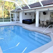 Spacious Heated Pool Home With Pool & Ping Pong Table