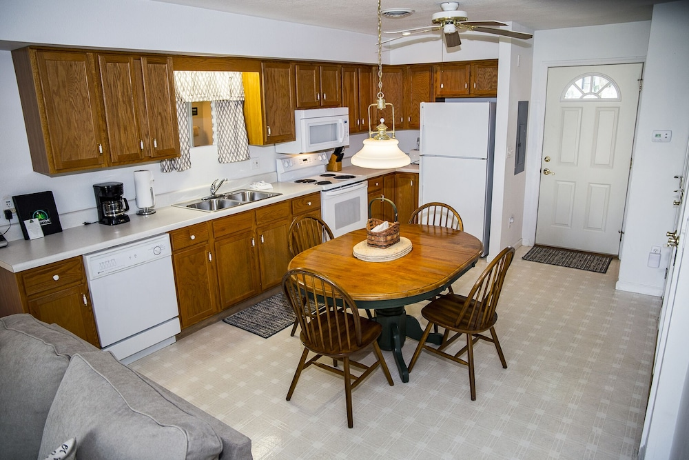 Private Kitchen, ?resort Vacations at Fairfield Glade TN 2 bdr Condo, Perfect Location to Golf, Pools & Hiking