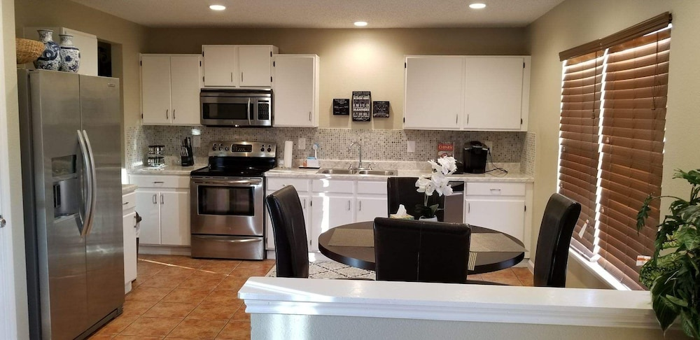 Private Kitchen, Cozy 2 Story @ Haven Meadow