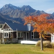 Glenorchy Holiday Home - Best Mountain Views!