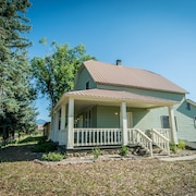 Historic Downtown Home - Walking Distance to Hot Springs and More