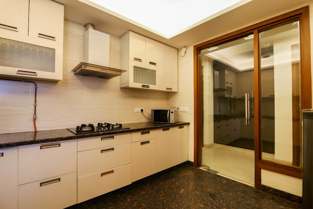 Private Kitchen, Woodpecker Service Apartments Green Park