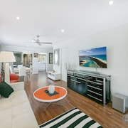 Redcliffe Holiday Stay