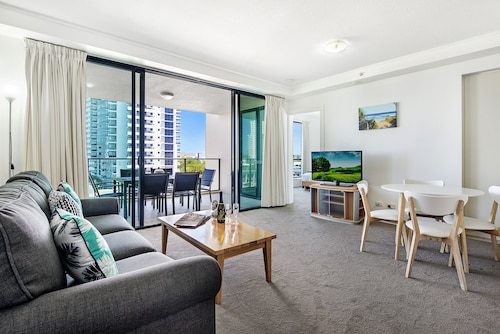 Broadbeach on the Park 2 Bedroom Apartment