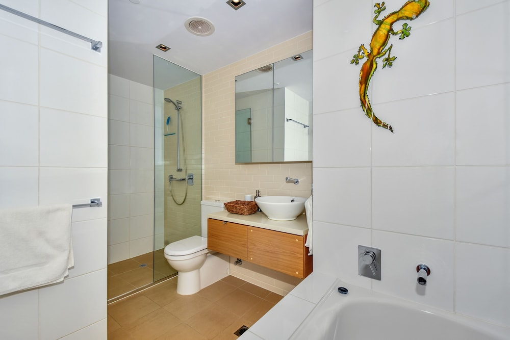 Bathroom, Accommodation at Darwin Waterfront
