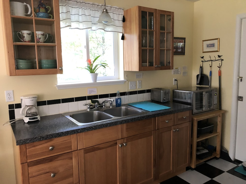 Private Kitchen, Clubhouse Get-away on Five Acres