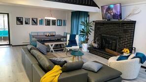 Flat-screen TV, fireplace, Netflix, table tennis table