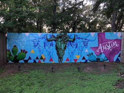 Great Place to stay One in a Mural! Hip/east Side/home! near Austin