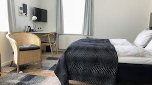 1 soveværelse, allergivenligt sengetøj, skrivebord, mørklægningsgardiner