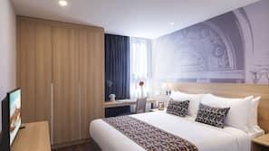 高档床上用品、客房内保险箱、办公桌、熨斗/熨衣板