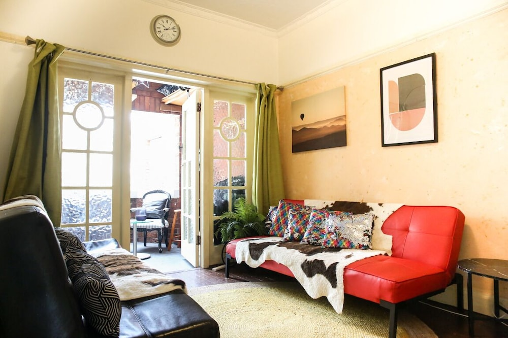 Bondi Beach 2bdr Spacious Apartment + Balcony in Sydney