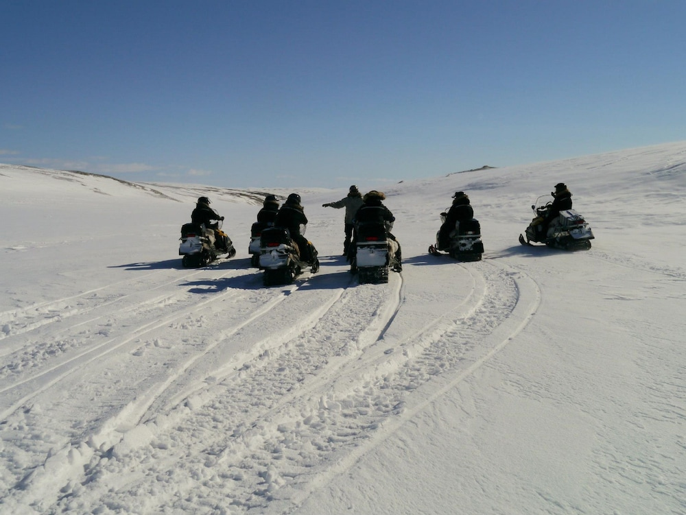Snowmobiling, Máttaráhkká Northern Lights Lodge