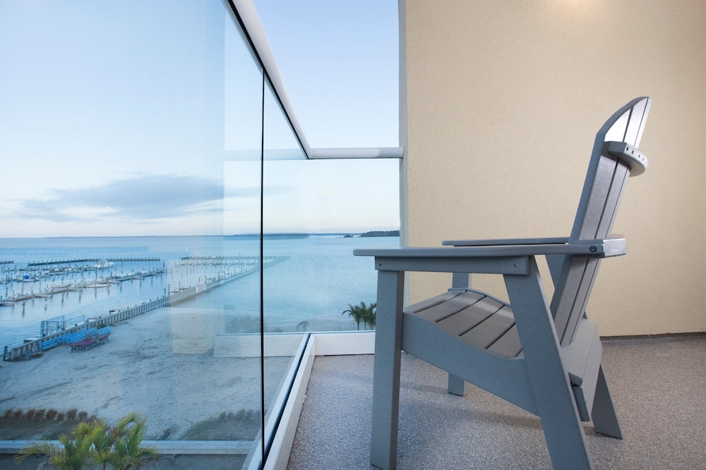 Balcony, Luxury Bayfront Penthouse Condo 1 Block From the Beach. Overlooking Rooftop Pool
