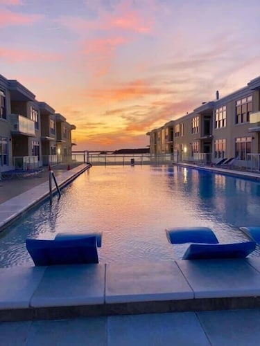 Pool, Luxury Bayfront Penthouse Condo 1 Block From the Beach. Overlooking Rooftop Pool