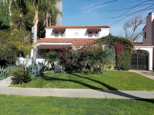 Beautiful Spanish Manor With Pool in Amazing Location in Historic Carthay Circle