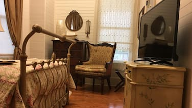 Ivory Pearl Suite in The Majestic Jewel of Apalachicola