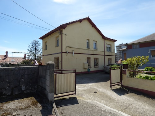 House Next to Santander, 4 Bed. 8 Pax. Ideal Families. Private Parking and Garden