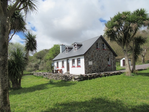 Traditional Style Cottage in a Quiet Location Close to the Kenmare Bay