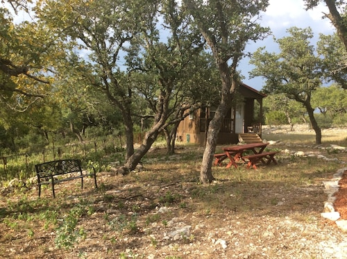 Quiet Cabin in the Country, 15 minutes from Fredericksburg, Pet Friendly