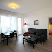 ZH Ebony - Letzigrund Hitrental Apartment