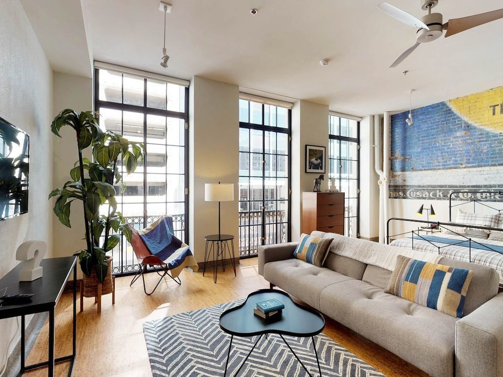 Retro Studio Loft Apartment W Kitchen In The Heart Of Downtown Dallas Hotel Rates Reviews On Orbitz