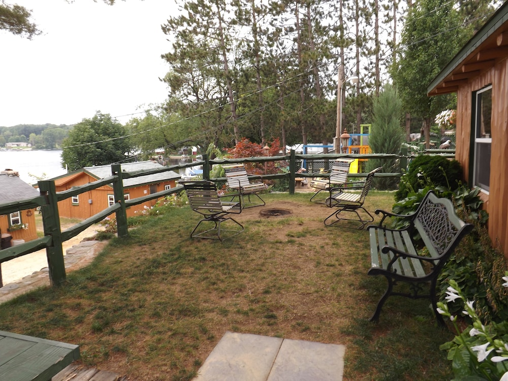 Terrace/Patio, Crooked Lake Resort