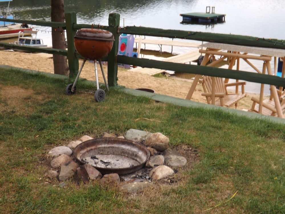 BBQ/Picnic Area, Crooked Lake Resort