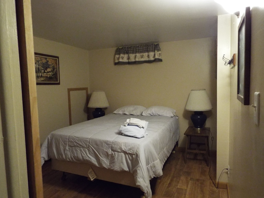 Room, Crooked Lake Resort