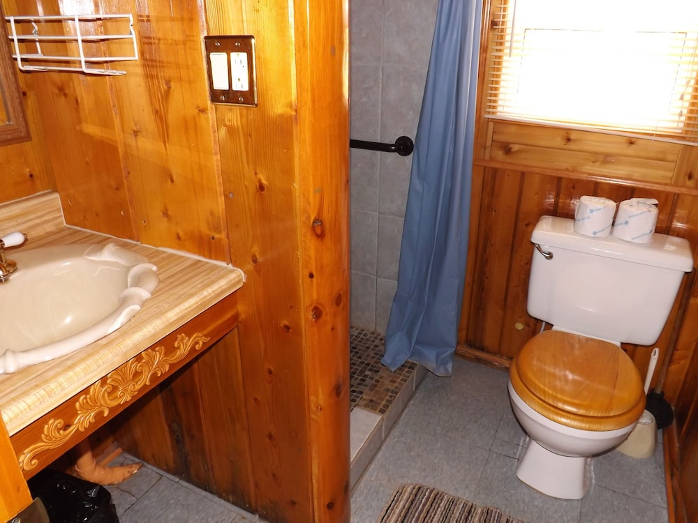 Bathroom, Crooked Lake Resort