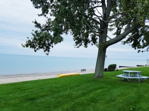 Lakefront Home Offers Suite ON THE Beach FOR Rent