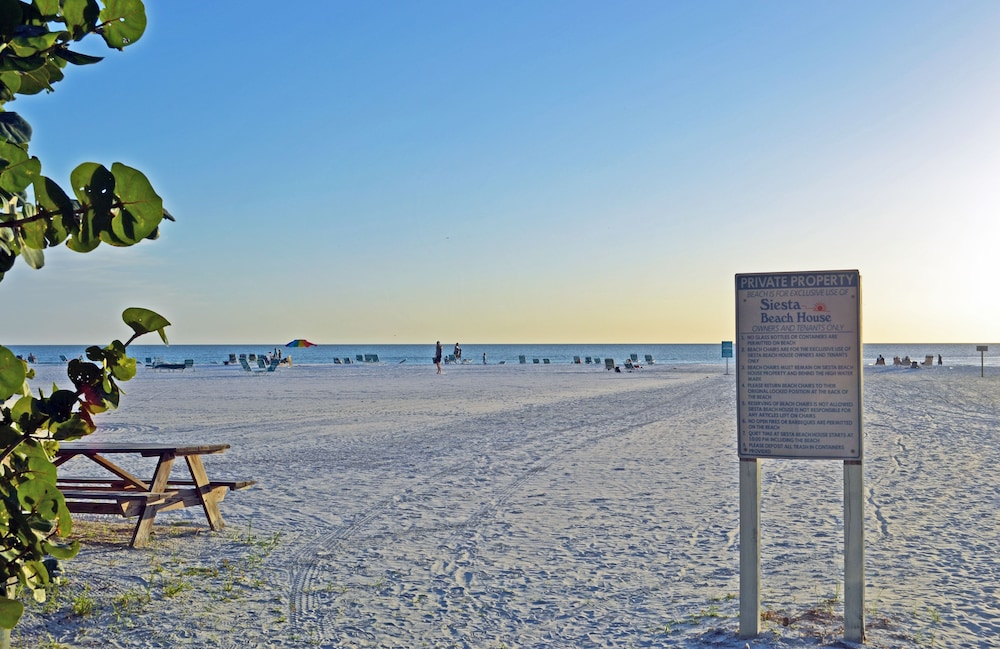 Siesta Key Beach Townhouse With Heated Pool and Accommodates