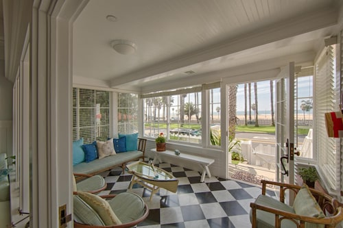 The Cottage Santa Monica, Enjoy Privacy and Service in an Historic Setting