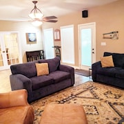 Spacious Southern Retreat- Stay 3 nights & cleaning fee is waived.