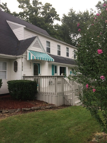 New Listing! Mins to Notre Dame & IN. Toll Rd. Real Beds for 10, 5 Car Parking